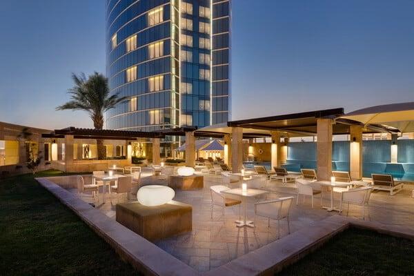 بإطلالته المميزة على مدينة الرياض فندق برج رافال كمبينسكي يقدم عروضاً مميزة